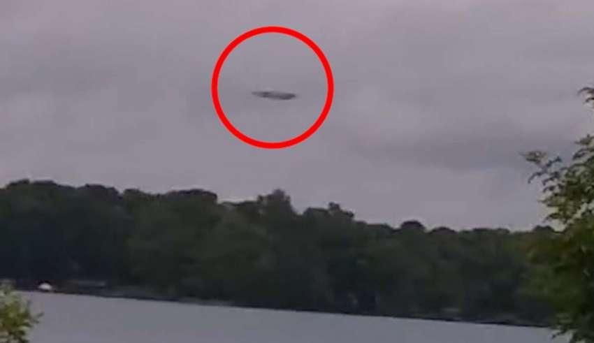 Impactantes imágenes muestran una enorme nave nodriza extraterrestre sobre un lago en Carolina del Norte