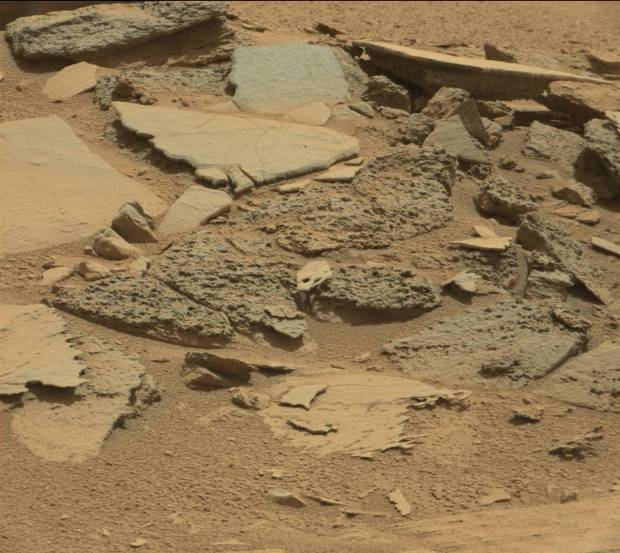 Mastcam image of thin, flat plates of rock at Shaler on sol 315. Credit: NASA / JPL-Caltech