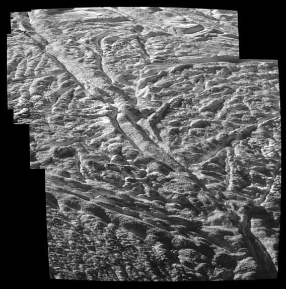 enceladus_closeup