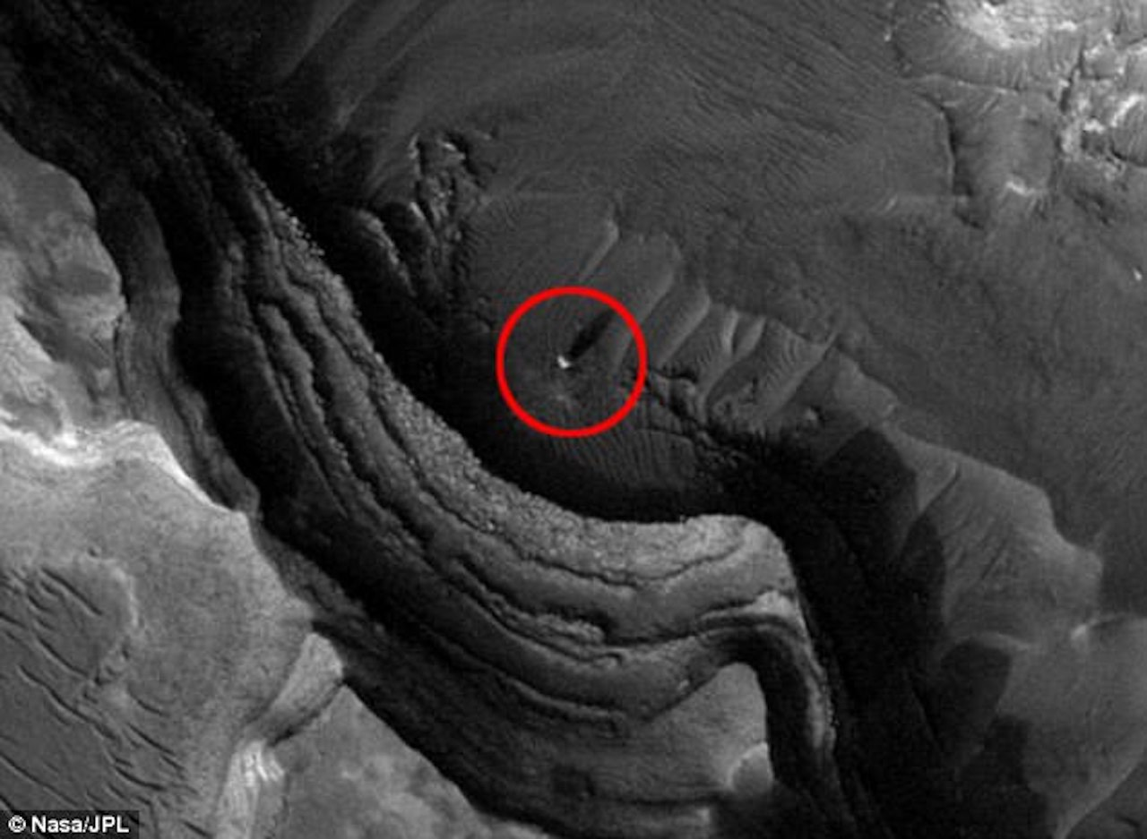 Bright 'tower' in Mars orbiter image: Anomaly or natural ...
