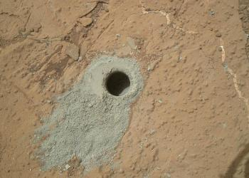 The drill hole in the Cumberland rock outcrop in Yellowknife Bay. Credit: NASA/JPL-Caltech/MSSS