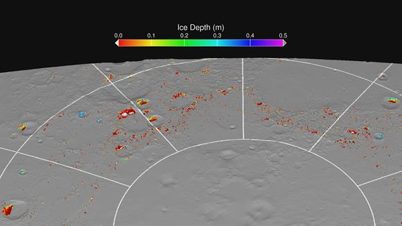 O hartă a gheții veșnice pe Mercur arătând adâncimea calculată sub suprafață la care apa înghețată este presupusă stabilă termal. Zonele gri sunt regiunile care sunt prea fierbinți la toate adâncimile pentru apă înghețată stabilă. Regiunile colorate sunt suficient de reci pentru ca gheața de sub suprafață să fie stabilă, iar regiunile albe sunt suficient expuse la rece pentru ca gheața să fie stabilă. Rezultatele modelului termal prezice prezența apei înghețate la suprafață sau sub suprafață în aceleași locații unde au fost observate de către radarele de pe Terra și observațiile MLA. Credit: NASA/UCLA/Johns Hopkins University Applied Physics Laboratory/Carnegie Institution of Washington