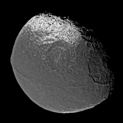 Iapetus seen by the Cassini spacecraft. © NASA