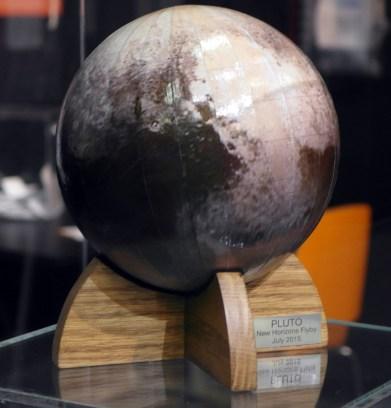 pluto-1-globe