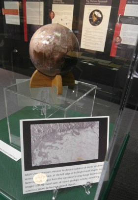 pluto-2-globe