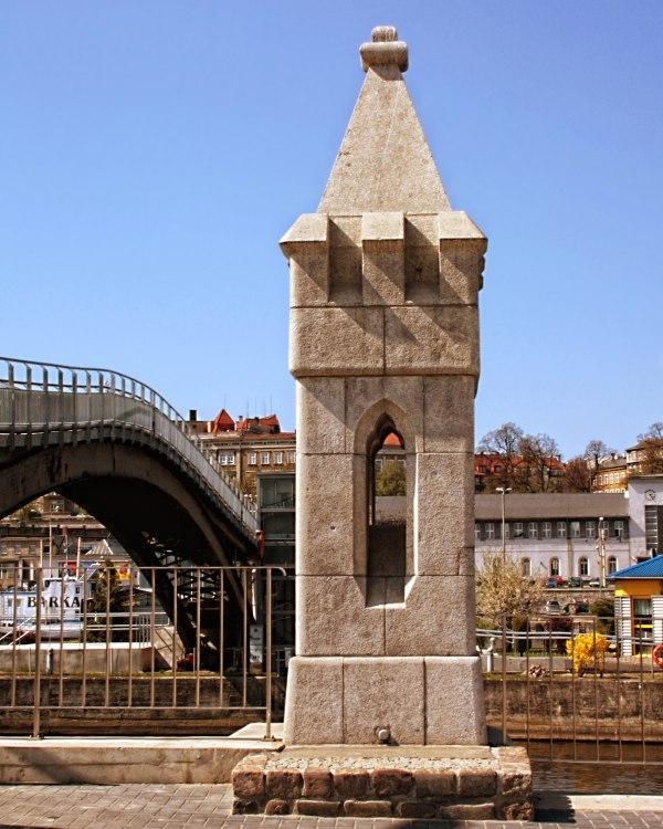 fot. Iwona Sarnicka.  Wieżyczka Północna- pozostałości Mostu  Dworcowego