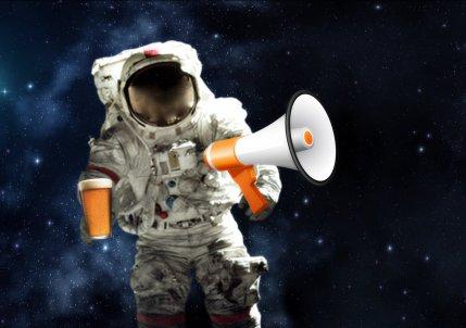 Astronaut w Megaphone