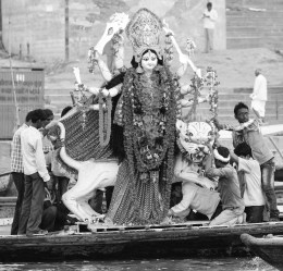 idol being dunked on the ganges