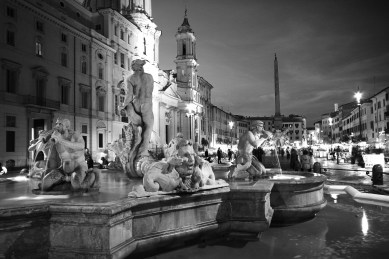 piazza navona at night