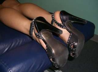 black-high-heeled-leather-pumps
