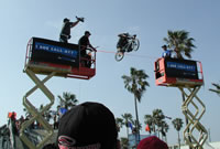 Greg Andreoli clears 19 feet in Venice Beach