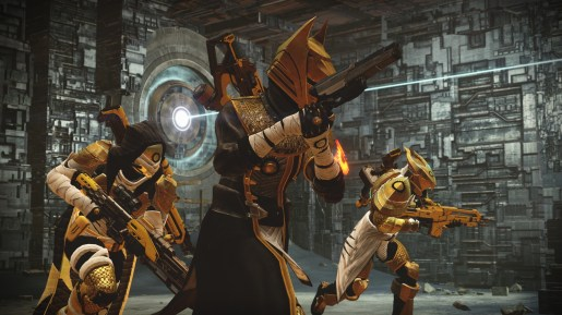 Warlock holding the Queen's Guard weapon!