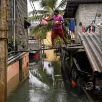 Asie du Sud : Conditions climatiques extrêmes (inondations, glissements de terrain, cyclone Roanua - mai 2016)
