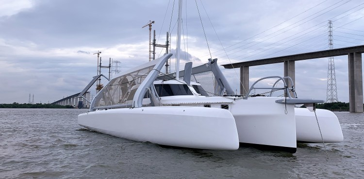 Rapido 50 from starboard bow