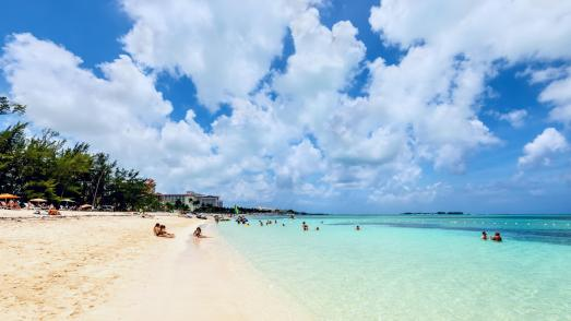 Cable Beach in Nassau — detailed information with photos | Planet of Hotels
