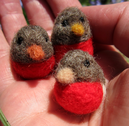 tiny Needlefelt robins