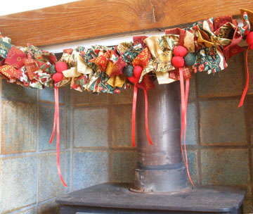 Christmas Garland onver fireplace - Advent Calendar day 5