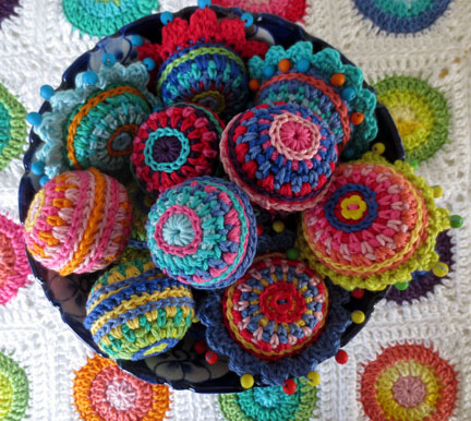 crochet Christmas balls -  Planet Penny Cotton