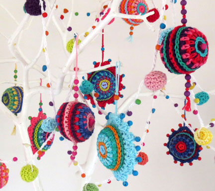 more crochet Christmas baubles