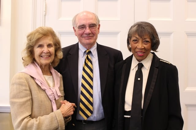 Bill Wakefield (c) with Anne Reeves (l) and Shirley Satterfield (r) at the recent awards ceremony.