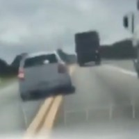 Out Of A Movie: Brazilian Cops Chase Down Smugglers Speeding On The Freeway!