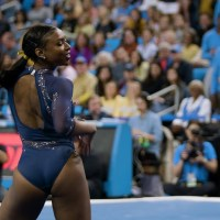 [:en]Talented: UCLA Gymnast Does Her Dope Floor Routine![:]