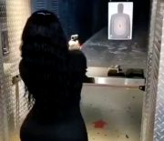 [:en]She Missed Every Shot: Shorty Shooting Everything But The Target At The Gun Range![:]