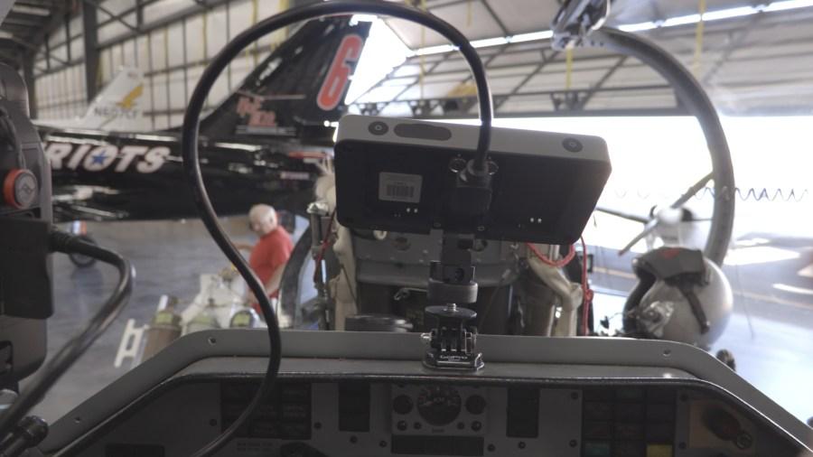 making-top-gun-camera-mount-monitor