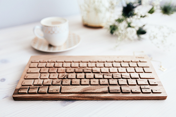 kaboompics-com_wooden-keyboard-oree-on-the-wooden-desk