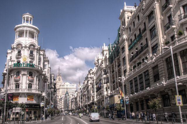 Paseando por la Gran Via de Madrid