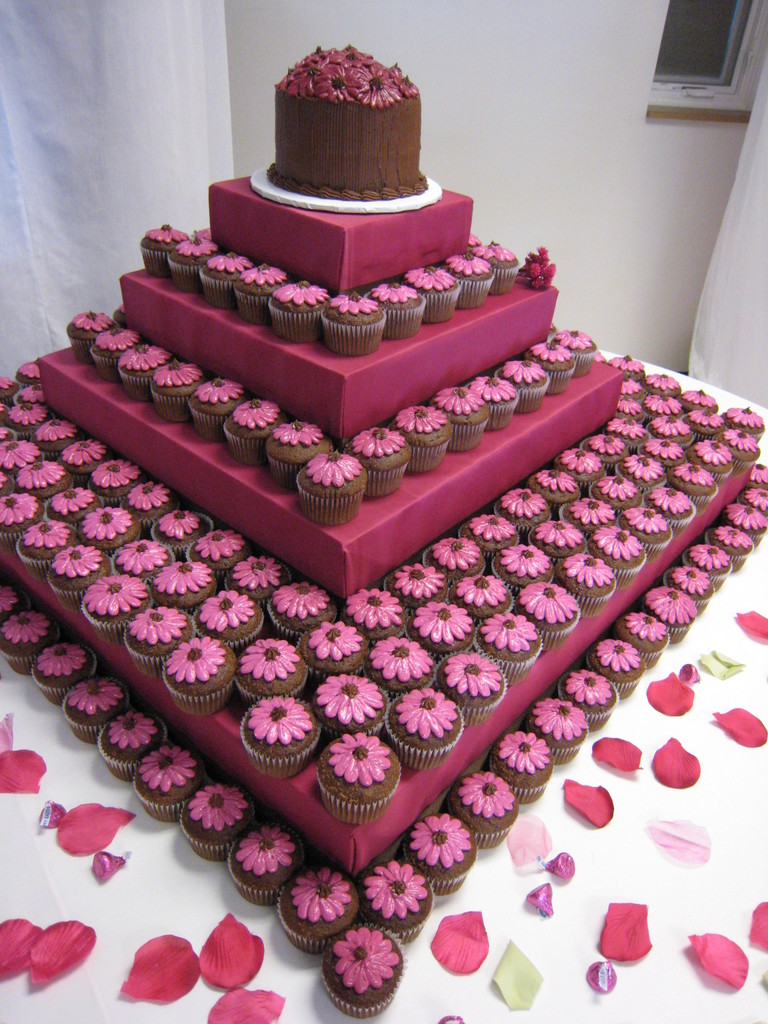 Guest Post Wedding Cake Ideas for the Budgetminded Couple