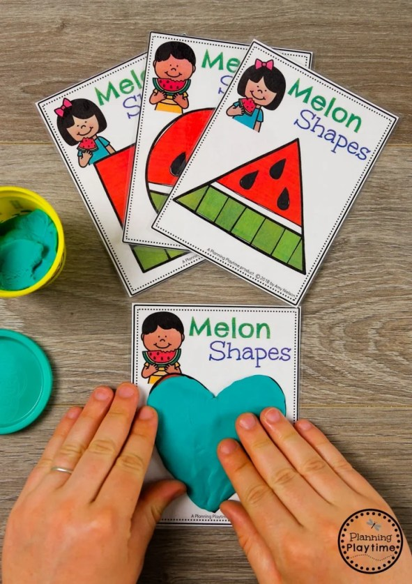 Fun Preschool Shapes Activity for Summer #preschool #summerpreschool #preschoolprintables #preschoolcenters #planningplaytime #shapes