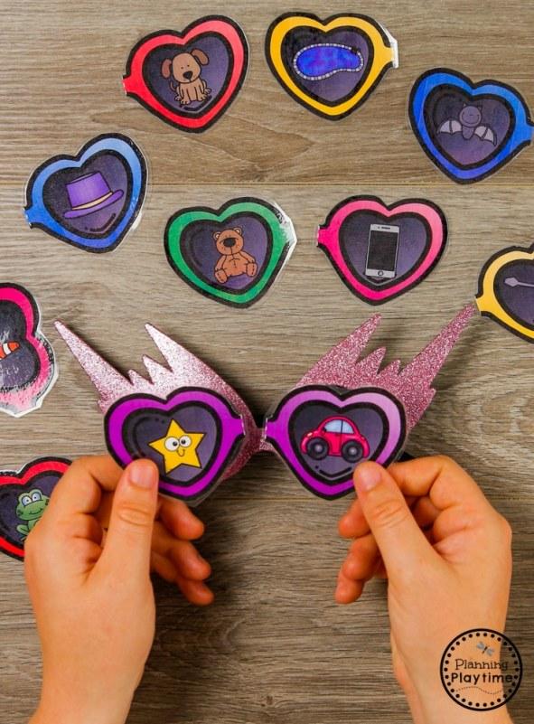 I Spy Rhyming Words - Summer Preschool Puzzles #preschool #summerpreschool #preschoolprintables #preschoolcenters #planningplaytime #rhymingwords
