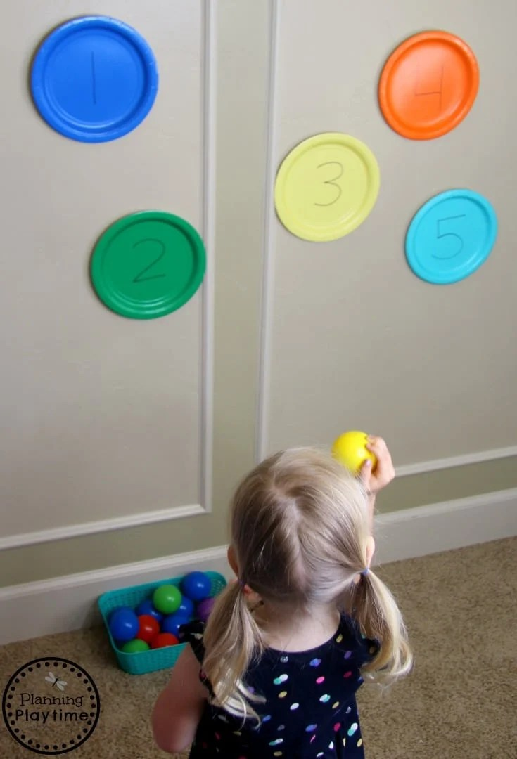 Throw and Count - Gross Motor and Counting Toddler Activities #toddler #toddleractivities #ideasfortoddlers #planningplaytime #ad