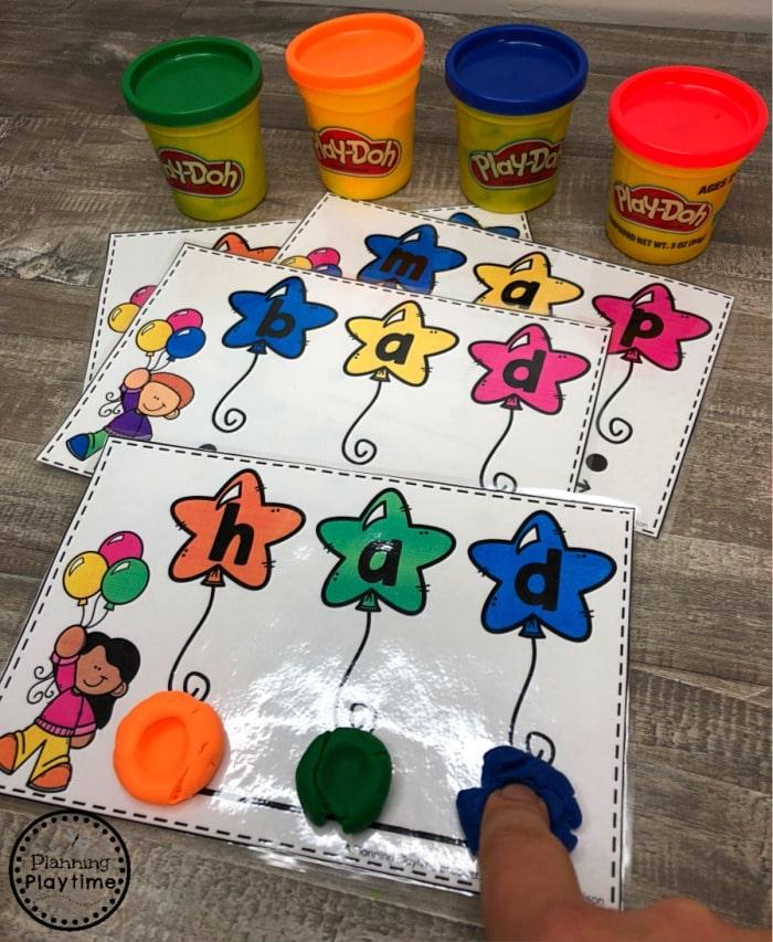 Kindergarten Word Work - CVC Words Reading Game #cvcwords #planningplaytime #kindergarten