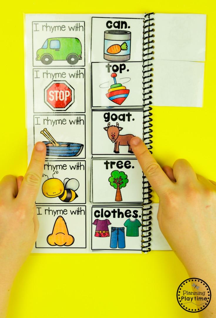 Rhyming Words Kindergarten Flip Book #planningplaytime #rhymingwords #kindergartenworksheets #rhymingworksheets #literacyworksheets