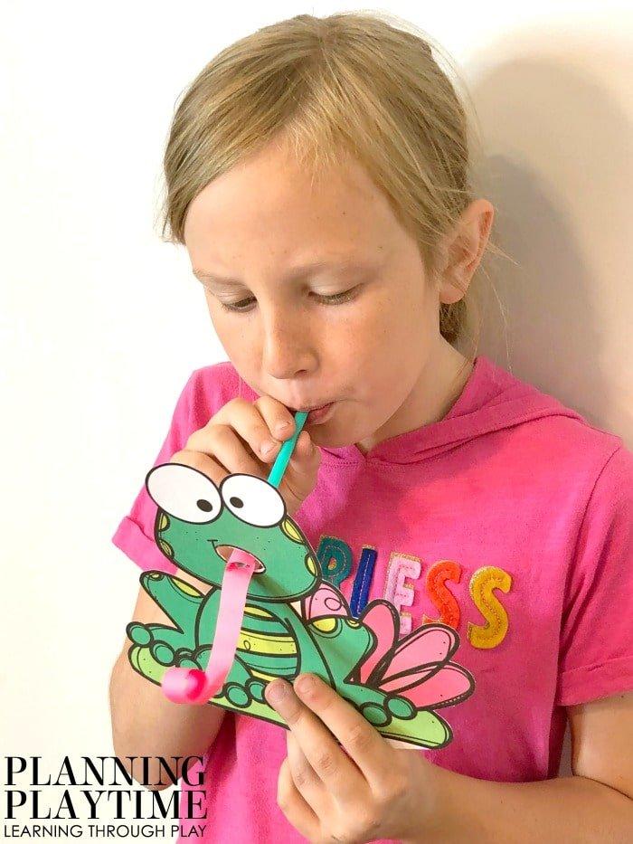 Preschool Craft Pond Theme Frog Tongue #preschool #preschoolworksheets #pondtheme #planningplaytime #preschoolcrafts #animalcrafts