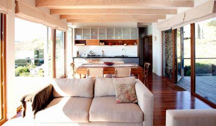 Planos y diseño interior de moderna casa de playa en