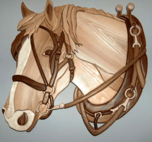 ,img source = 'pic.gif' alt = 'Horses Head Intarsia'/>>