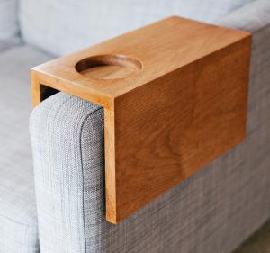 <img source='pic.gif'='Sofa Sleeve for cup'/>