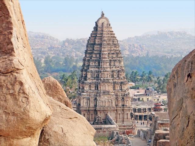 1_virupaksha_temple_gopuram_hampi_vijayanagar_india