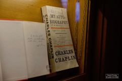 Dans la bibliothèque de Chaplin sont notamment exposées plusieurs épreuves de son autobiographie. © David Trotta