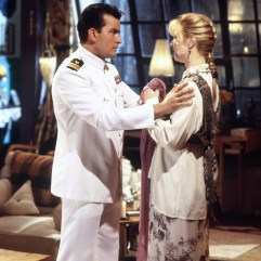 Petit ami sous-marinier de Phoebe le temps d'un épisode, Charlie Sheen apparaît dans la saison 2.