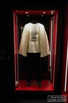 Le musée contient de nombreuses pièces d'exception, telles que des costumes. Ici la tenue de scène de Brian May, portée entre 1974 et 1975 © David Trotta