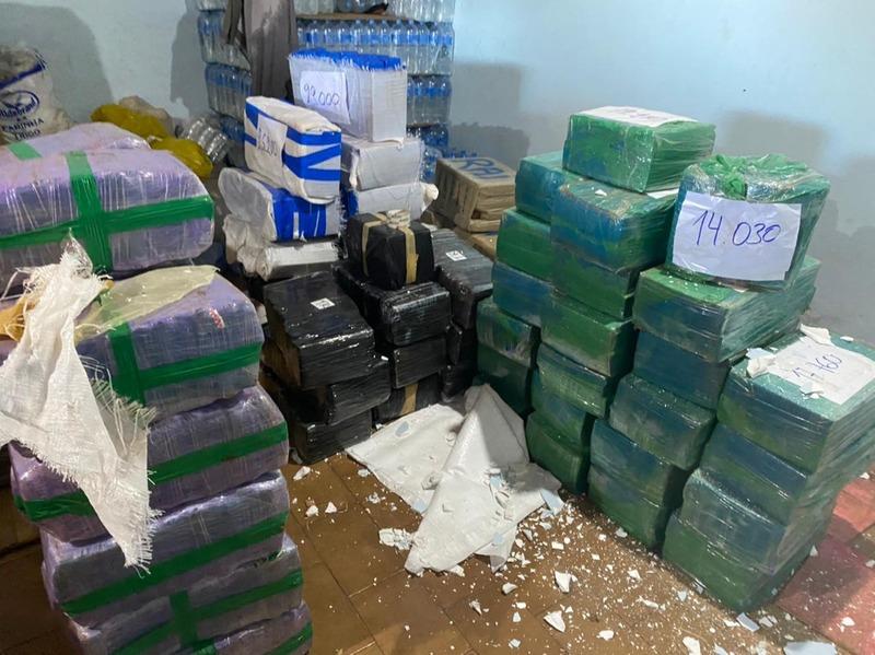 Defron apreende 7 toneladas de maconha e prende cinco pessoas