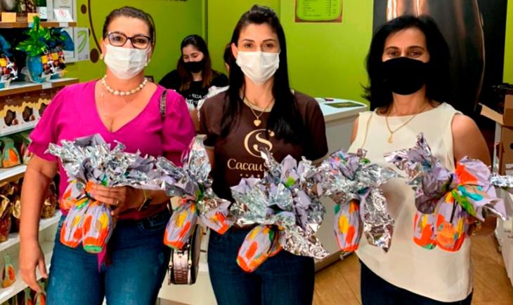 Com o apoio da iniciativa privada, Secretaria de Assistência Social contempla crianças cadastradas na Mirim de Vista Alegre com ovos de páscoa.