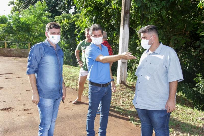 Prefeito e Secretário Municipal de Obras realizam visita técnica na Av. Marechal Floriano Peixoto