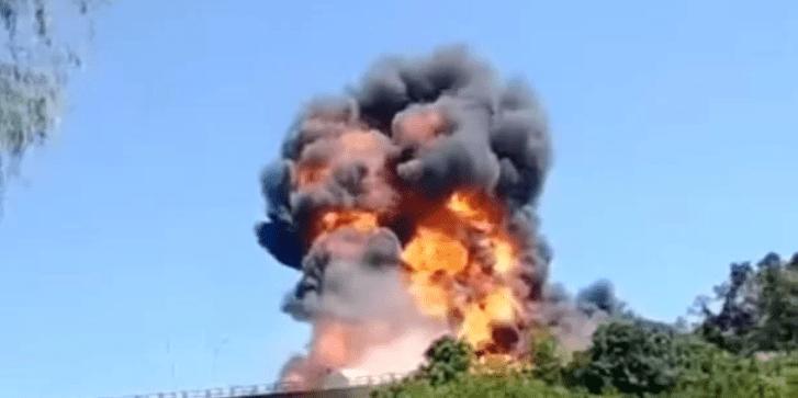 RS: Caminhão tanque explode sobre ponte na BR 386; veja vídeo
