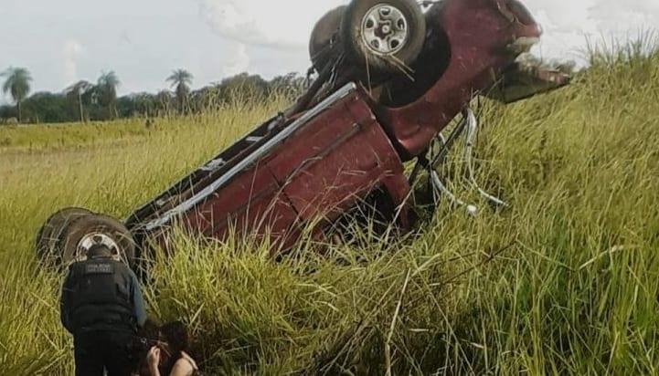 Idoso perde controle, capota camionete e morre em rodovia
