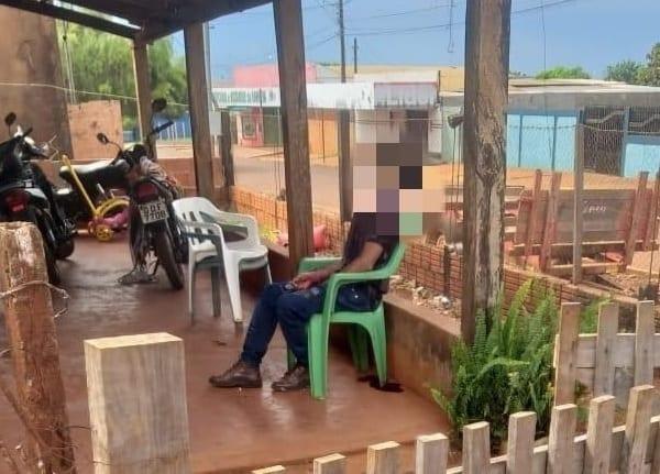 Sentado em varanda, homem é assassinado com tiros no rosto por 'Diabo Loiro'